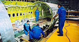 פס ייצור ב תעשייה אווירית התעשייה האווירית הרכבה מפעל, צילום: תעשייה אווירית