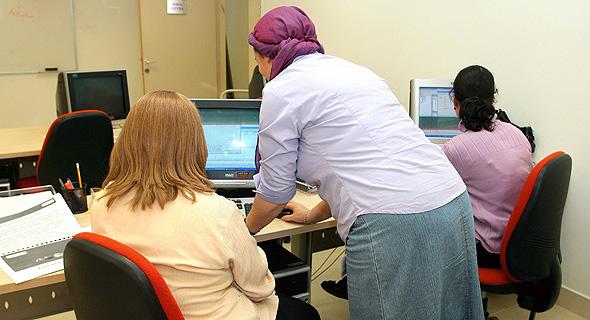 נשים חרדיות עובדות במרכז מטריקס במודיעין עילית (ארכיון)