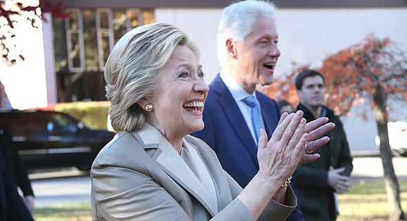 הילרי ו ביל קלינטון בדרך ל קלפי ב ניו יורק בחירות, צילום: איי פי