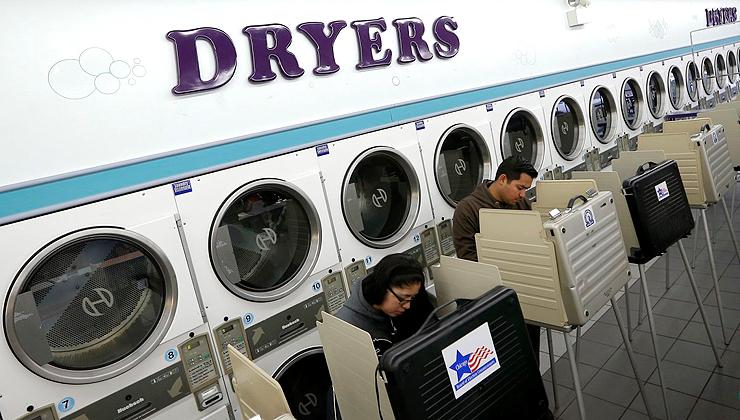 הצבעה במכבסה אוטומטית בשיקגו, צילום: רויטרס