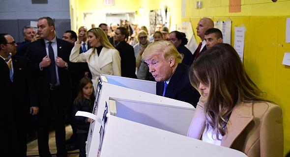 דונלד טראמפ ורעייתו מלניה מצביעים בניו יורק, צילום: איי אף פי