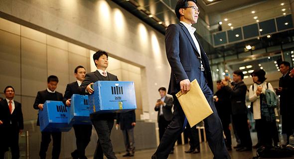 פשיטה על משרדי סמסונג, צילום: רויטרס