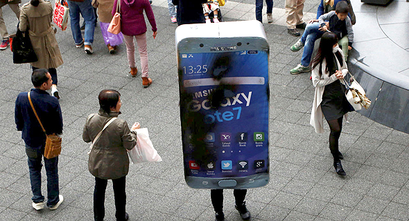 A man dressed as a combusted Samsung Galaxy Note 7. Photo: Reuters