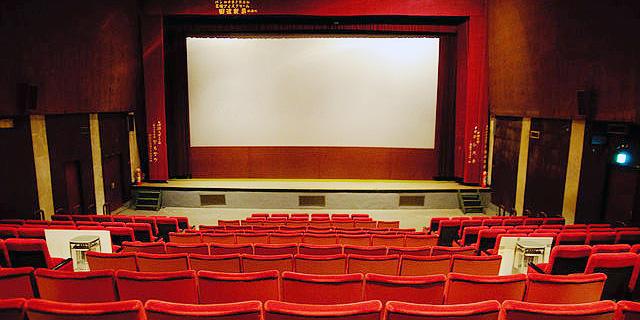 למרות הסגרים בעולם: כמחצית מבתי הקולנוע שבו לפעילות