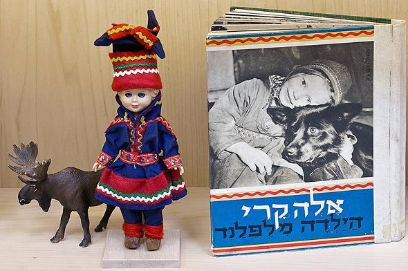 פריטים המוצגים בכנס האספנות ומוצא היצירות, הנערך במוזיאון ישראל