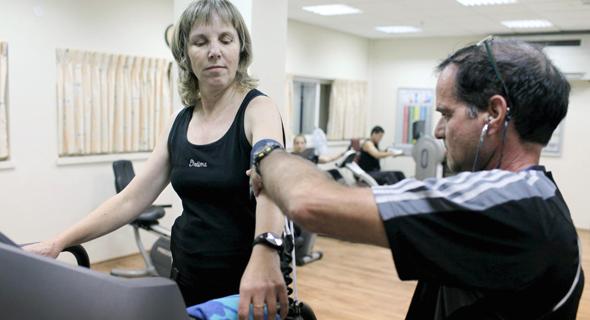 אימון כושר לחולת סוכרת. הטיפול כולל שינוי אורח חיים, צילום: טל שחר