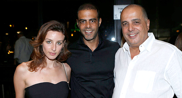 מימין עמוס וגיא לוזון ודנה פאן לוזון, צילום: עמית שעל