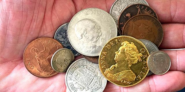 האוצר של סבא: נכד מצא בתיבת הפיראטיים של ילדותו מטבע זהב נדיר בשווי 300 אלף דולר