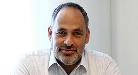 """שלמה דברת, מייסד ויולה ויו""""ר מכון אהרן, צילום: אריאל בשור"""