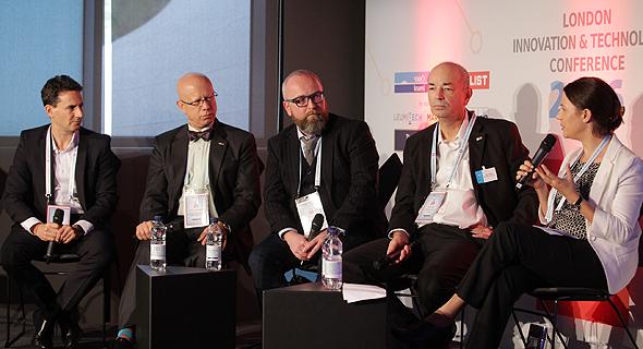 ועידת לונדון לחדשנות. מימין: נעמי קריגר כרמי, חיים שני, שון מקי, אשוק ג'. צ'נדרשיקר וטל ברנר