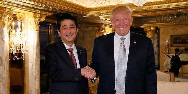 פגישתם הראשונה של טראמפ ואבה, צילום: רויטרס