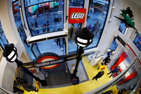 החנות הכי גדולה בעולם של לגו בלונדון, צילום: רויטרס