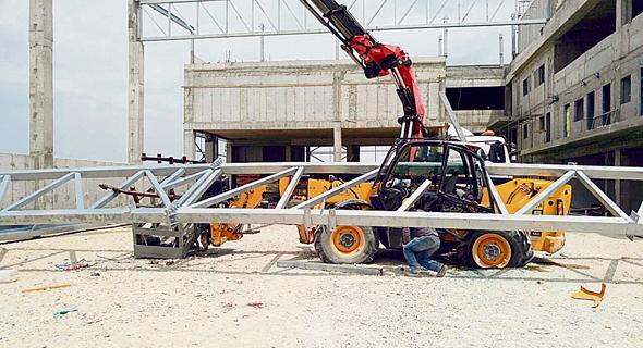 תאונה באתר בנייה. משרד העבודה והרווחה בוחן הטלת קנסות על קבלני ביצוע וקבלני משנה