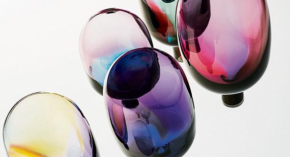 מיצב זכוכית של האנה קארינה הייקילה. נוף מופשט