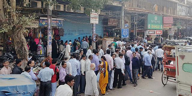 הודו הנחיתה מכה על מעלימי המס ובדרך פגעה גם בעניים