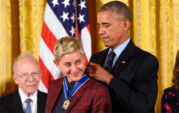 ברק אובמה מעניק מדליה חירות ל אלן דג'נרס , צילום: איי אף פי