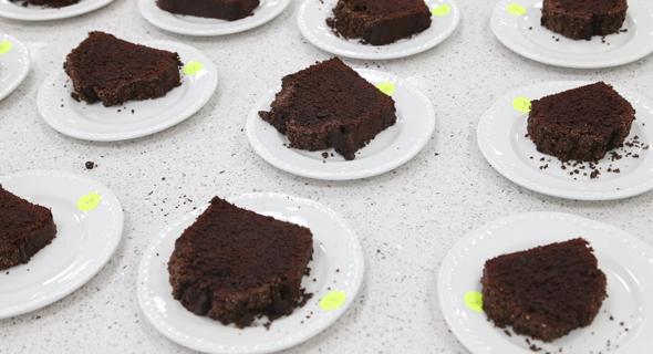 מילים אסורות ב פייסבוק  עוגה כושית, צילום: בלומברג