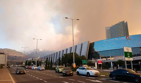 שריפה ליד קניון עזריאלי חיפה, צילום: רות דרדיקמן עירון