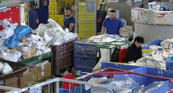 חבילות בדואר, צילום: דור מנואל
