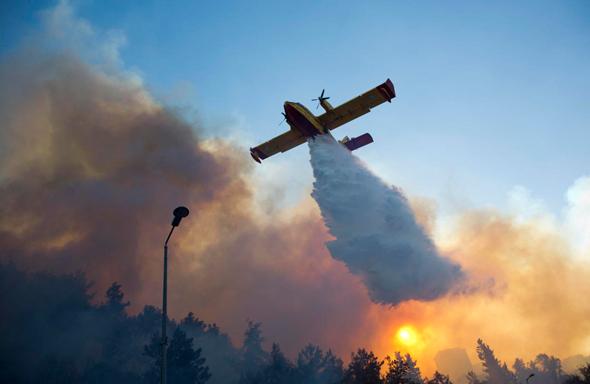 מטוס כיבוי אש בחיפה