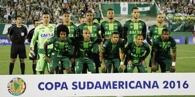 שחקני קבוצת הכדורגל שאפקואנסה שהיו על המטוס, צילום: איי פי איי