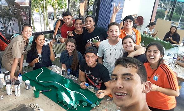 סטודנטים קולומביאנים מתנסים בעבודה באמצעות Interacpedi