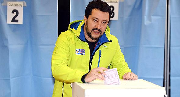 מנהיג הימין הקיצוני באיטליה, מתאו סלוויני, מצביע במשאל העם, צילום: אי פי איי