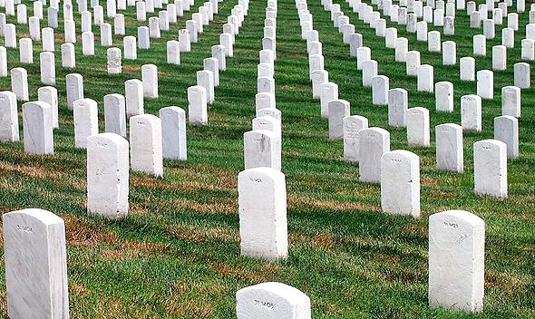 הבית קברות נותר ריק, ההלוויה - ברשת