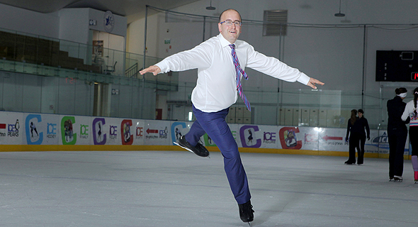 """סטפק מתאמן בהחלקה אמנותית על הקרח. """"כך הכרתי את אשתי מיכל"""" , צילום: עמית שעל"""