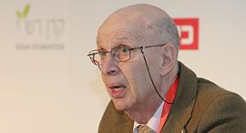 פרופ' קובי מצר, נשיא האוניברסיטה הפתוחה, בכנס היום, צילום: נמרוד גליקמן