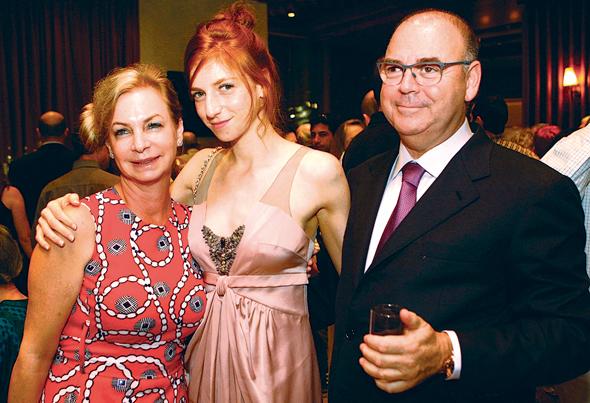 """איתן ורטהיימר עם בתו מאיה ואשתו אריאלה. """"הוא הקסים אותי ונתתי לזה צ'אנס"""""""
