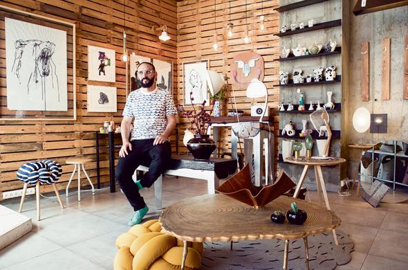 """ליאור ימין בחנות """"סאגה"""". אהבה והיכרות עמוקה עם עולם העיצוב הישראלי"""