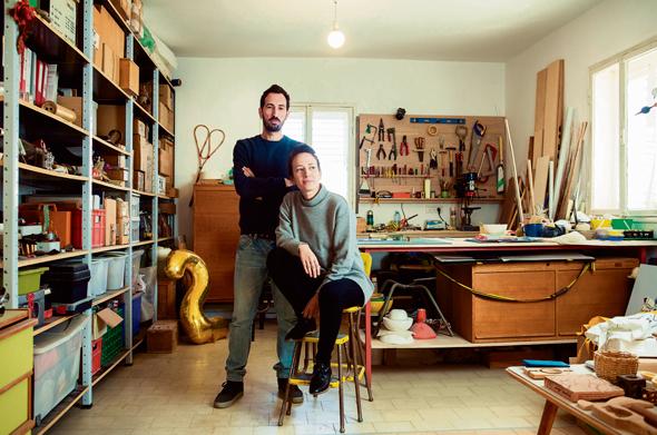נעמה שטיינבוק ועידן פרידמן בסטודיו רדיש. שמים דגש על ההקשר התרבותי והמקומי של התוצר הסופי ושל תהליכי העבודה