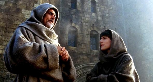 שון קונרי כנזיר פרנציסקני בסרט שם הוורד (המבוסס על ספרו של אומברטו אקו)