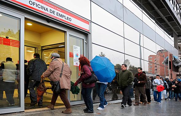 לשכת תעסוקה במדריד, צילום: בלומברג