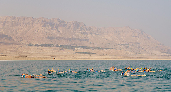 המשחה שיזמה אקופיס להגברת המודעות לנסיגת ים המלח. 30 שחייני אקסטרים שחו 16 קילומטרים בתנאים קיצוניים