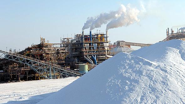 מפעלי ים המלח. כריית המחצבים והאקלים השחון מעלימים 1.2 מטר בשנה ממפלס הים