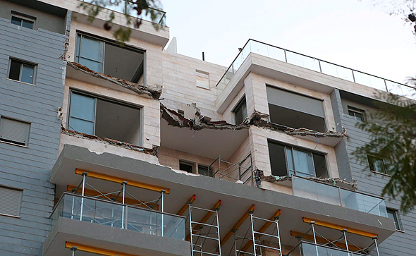 מרפסת שקרסה (ארכיון), צילום: נמרוד גליקמן