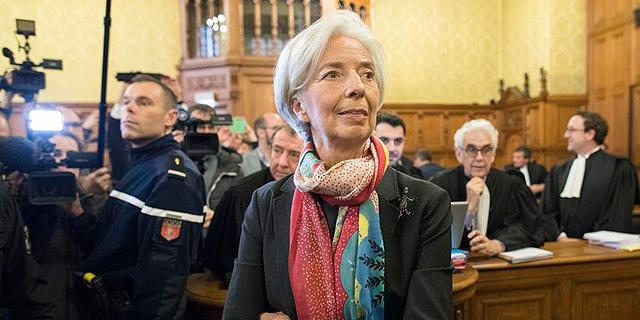 """יו""""ר קרן המטבע הורשעה ברשלנות אך צפויה להמשיך את כהונתה"""