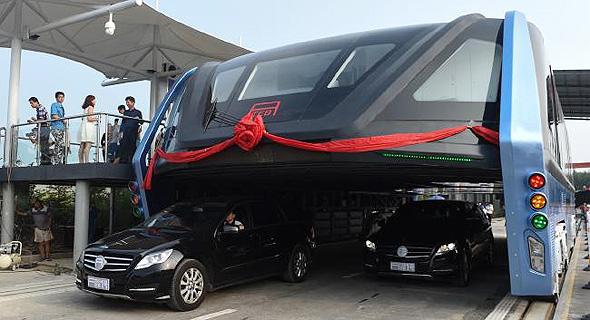 אוטובוס העתיד של סין. רחוק מלפתור את העומס בכבישים