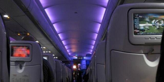 למה צוות המטוס מכבה את האורות בהמראה ובנחיתה?