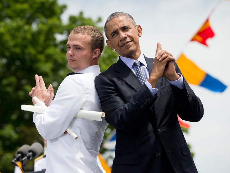 מאי 2015. הנשיא בסיום קורס צוערים באקדמיה של הצי האמריקאי
