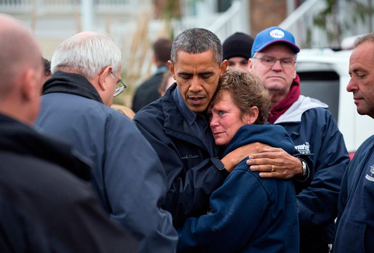 נובמבר 2012. הנשיא בא לנחם ולעודד ת נפגעי הסופה סנדי בניו ג'רזי