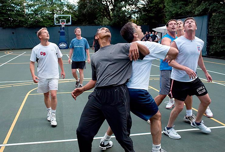 אוקטובר 2009. הנשיא וחברי קונגרס במשחק כדורסל בבית הלבן