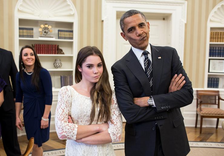 נובמבר 2012. המתעמלת מקיילה מרוני, משחזרת עם הנשיא את הפרצוף החמוץ שעשתה בעת שקיבלה את מדליית הכסף באולימפיאדת לונדון