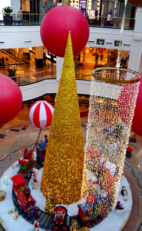עץ חג המולד בקניון Emirates בדובאי, צילום: יוסי פישר