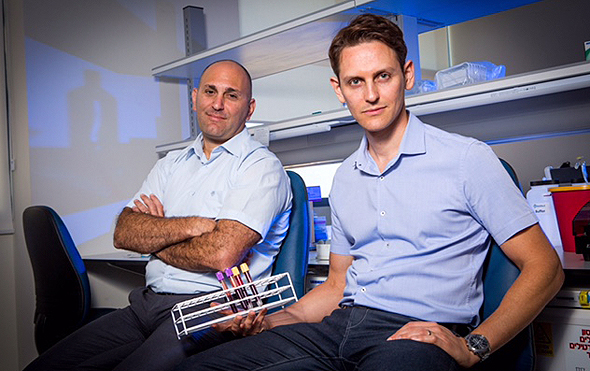 MeMed co-founders Kfir Oved (left), and Eran Eden (right). Photo: Shlomi Yosef