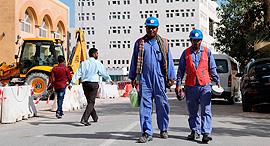 עובדים בקטאר, צילום: איי אף פי