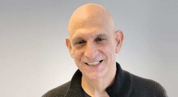 """אהרון אהרון. התמנה למנכ""""ל אפל ישראל ב-2011"""