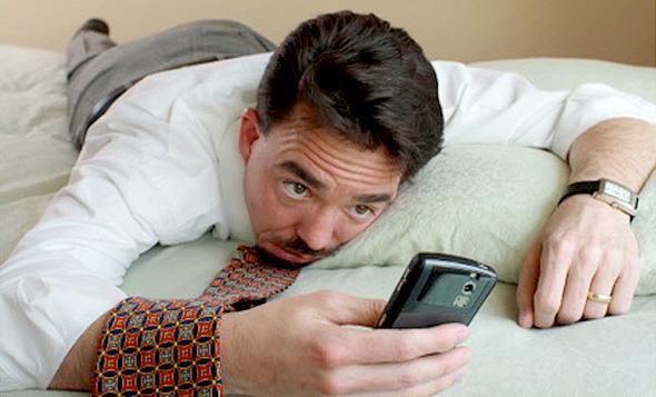 75% מהמיילים שקוראים בסמארטפון נקראים שוב במחשב, צילום: twitter
